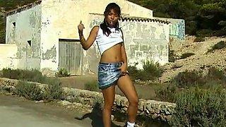 Horny Exotic Girl Gives Blowjob To Stranger