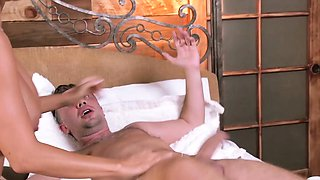 Brazzers - Brazzers Exxtra - Chasing That Big