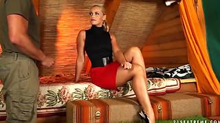 blonde mom kathia nobili doing a blowjob I-WWW.HORNYFAMILY.ONLINE-l