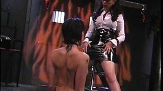 Dominatrix ho spanking sexy gimp