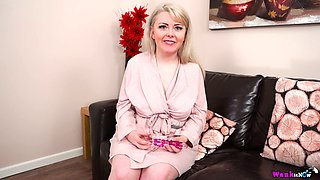 Zealous MILF Danni Marie is happy to pet her own pussy with sex toy