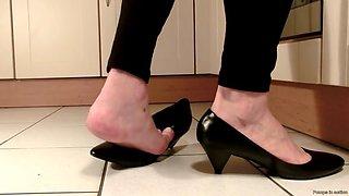 sexy mature feet in kitchen