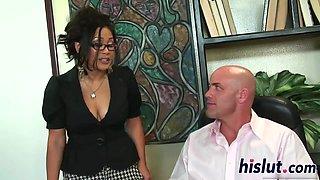 Jessica Bangkok is a cock-loving secretary