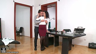 Slender office slut Leanna Sweet gets drilled by her horny boss