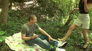 Matures with saggy pointer sisters in outdoor 3some