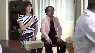 Esposa madura masturbada por el doctor al frente su marido VER Completo: http://bit.ly/2ZO772R