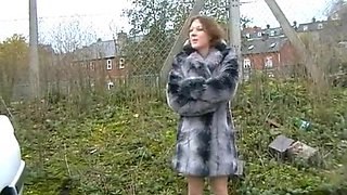 UK-Amateur flashing and peeing near a street