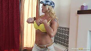 Busty blonde Leya Falcon fucks after golf game