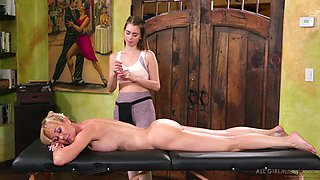 Unforgettable pussy massage by lesbian masseuse Jill Kassidy