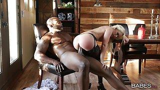 Hot Bailey Brooke rides massive BBC in cabin
