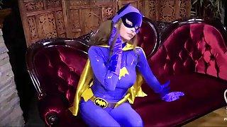 Catwoman seduces batgirl
