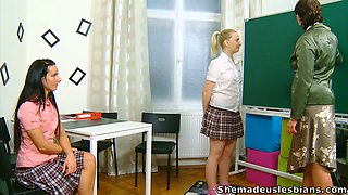 Kinky nature teacher makes Olya & Masha lesbiasn