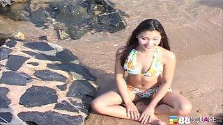 Beautiful Asian girl Arisa Sunaree wants to pose naked outdoors