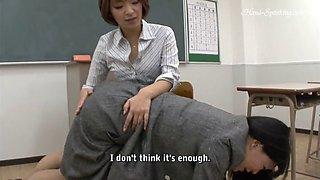Teacher spanks student n her mom