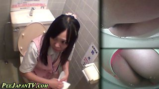 Asian babe gets horny in the toilet while she pees