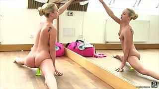 ballerina babe vinna reed practices leg splits and masturbates all alone