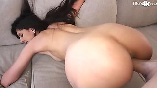 Deepthroat princess eliza ibarra works out on a large member