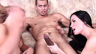 Busty stepmilf pussypounded in taboo trio