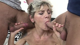 Real granny in a threesome action