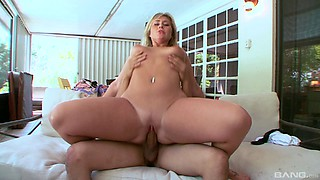 Bootylicious beauty takes it up her shaved beaver in the mansion