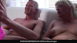 reife swinger - hard dick sucking and riding with matures
