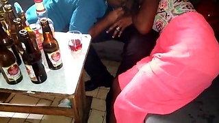 Pipe dans un bar