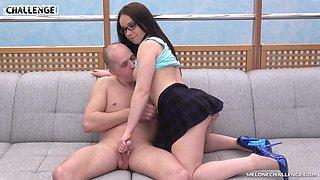 Wendy Moon satisfies a naughty guy by slurping on his dick