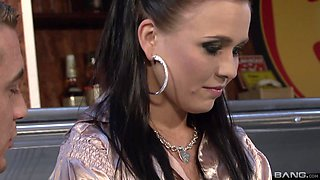 Leonelle Knoxville joins a brunette to ravish a fellow