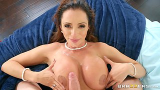 Mature bride to be Ariella Ferrera pounded hard before the wedding