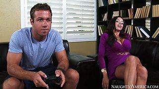ariella ferrera decides to seduce her son's best friend